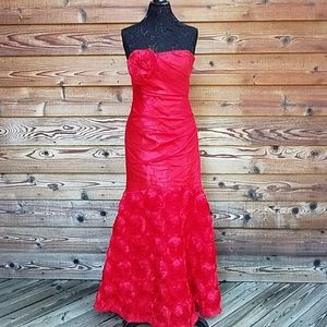 Homecoming Masquerade formal strapless 11/12 RED